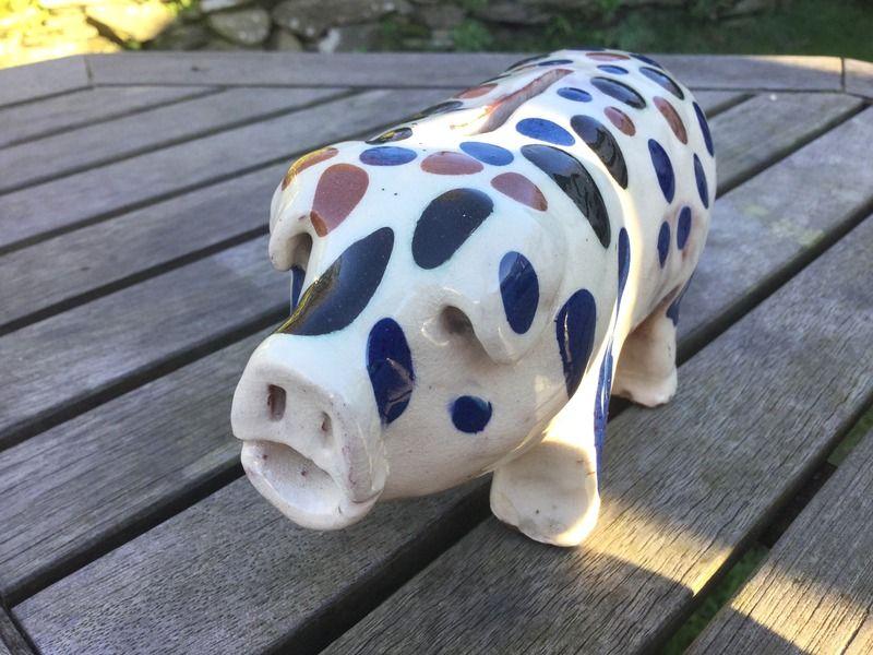Slip decorated piggy bank IMG_6155