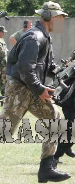 قنّاص النخبة الجزائري الذي أثار الرعب وسط الإرهابيين تمكّن بمفرده من القضاء على 4 ارهابيين   - صفحة 4 2012-05-19_190422