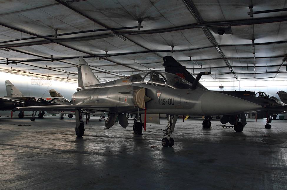 sustitucion del iai kfir de la fuerza armada de colombia  M2000sf-01