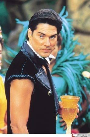 Thomas Gibson egyéb filmjei - Page 3 TG-in-The-Flintstones-in-Viva-Rock-Vegas-thomas-gibson-6500640-296-450