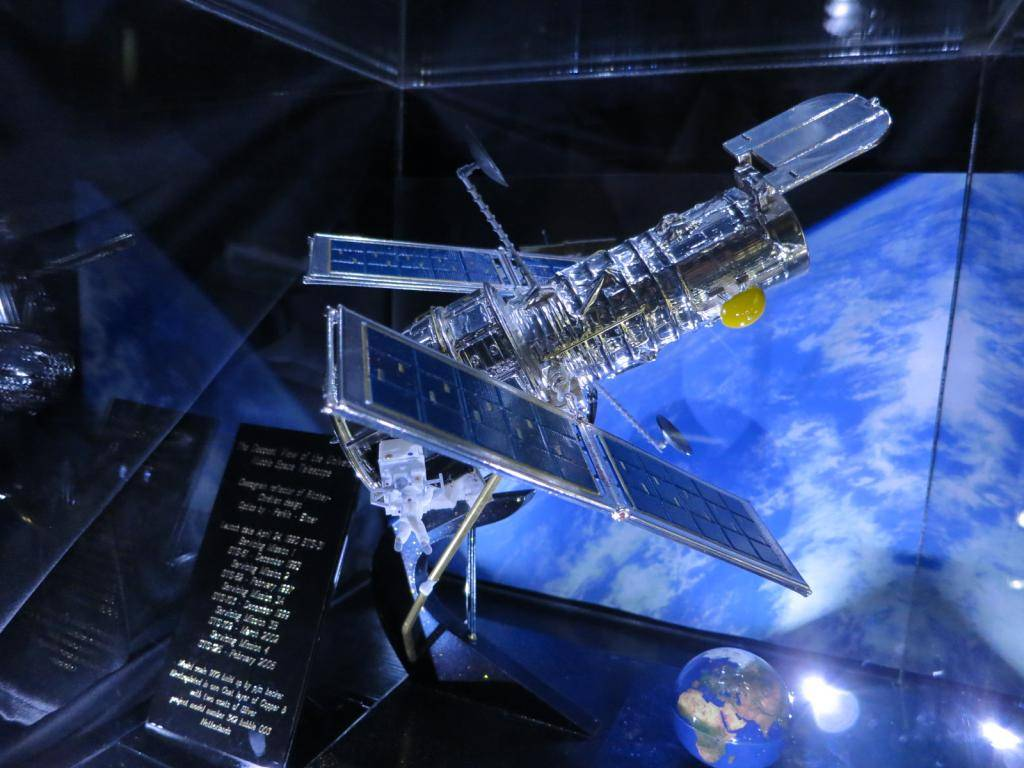 Space Models IMG_0927_zps627b2290