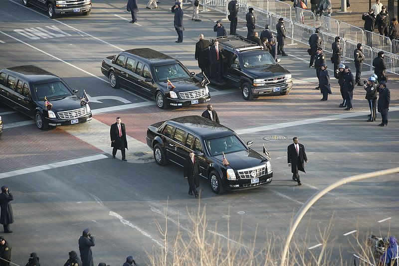 NEW UPDATE 800px-Obama_Cadillac_limousine_in_2009_inaugural_parade1