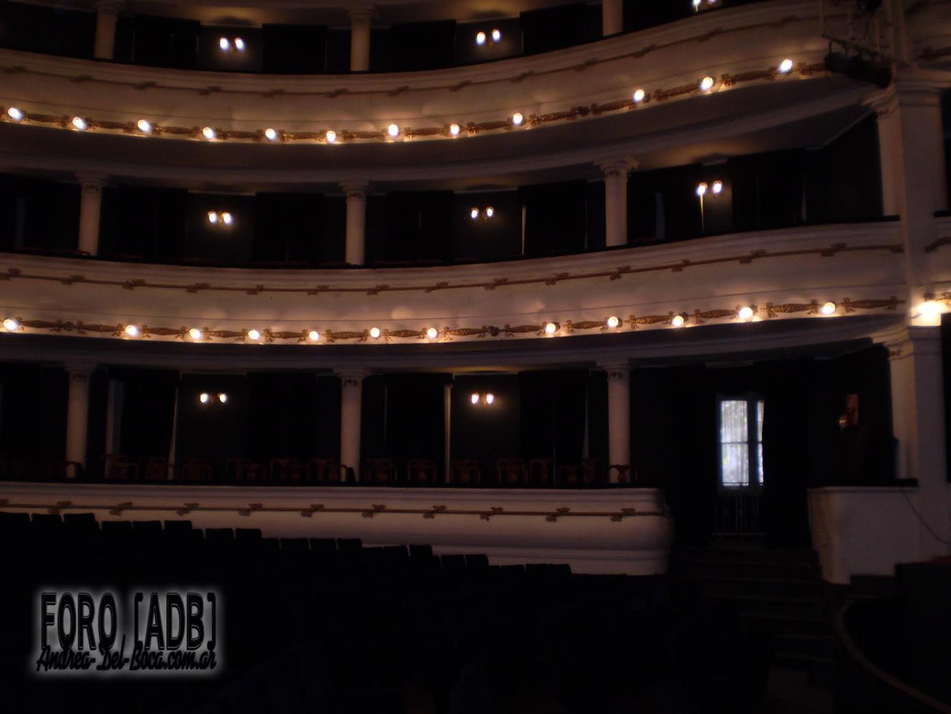 [Эва и Виктория] Андреа и театр (03/05/11)  - Página 2 005