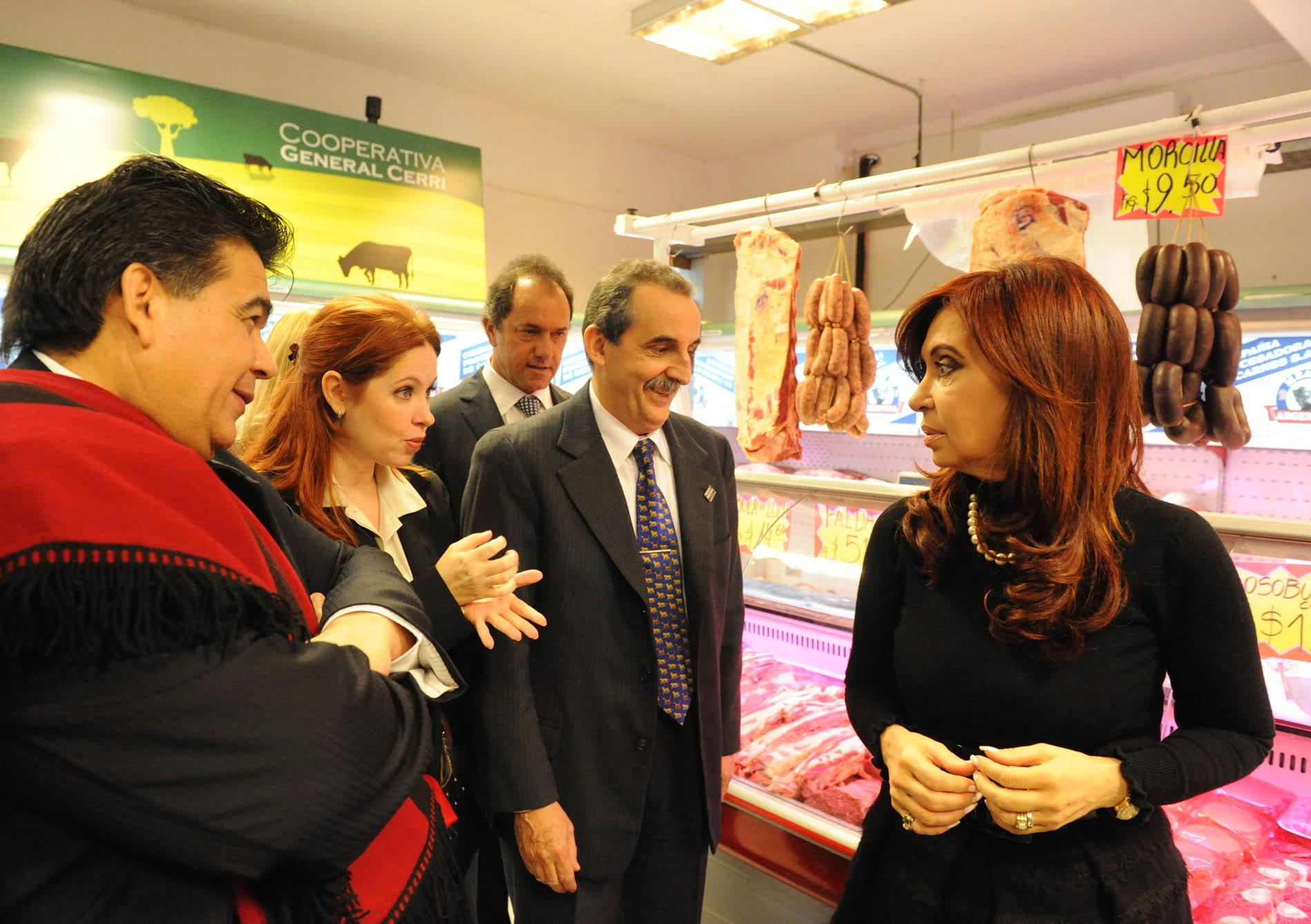 [12/05/2011] Andrea con Cristina en el lanzamiento del Mercado Concentrador de José C. Paz 120511FOTO_DE_PRESIDENCIA3-