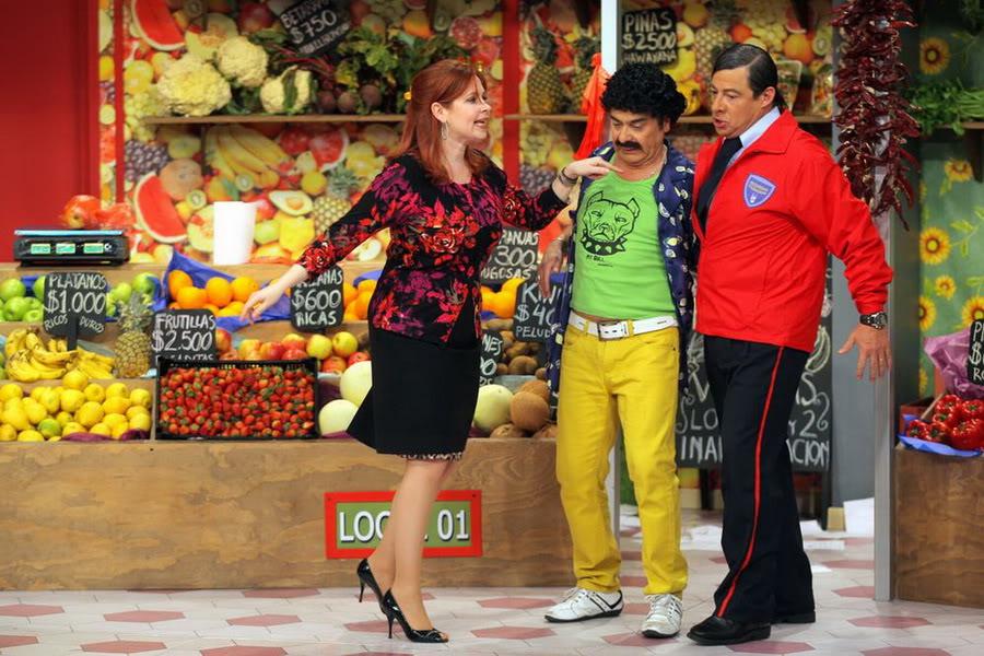Фотографии и скрины 2012 - Página 3 2012_Andrea_En_Teantro_en_Chilevision_14