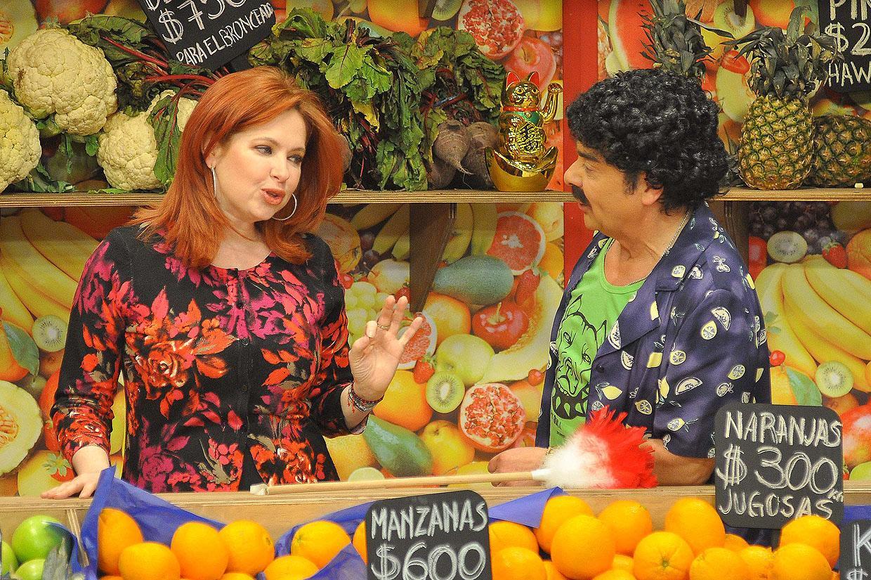 Фотографии и скрины 2012 - Página 3 2012_Andrea_En_Teantro_en_Chilevision_16