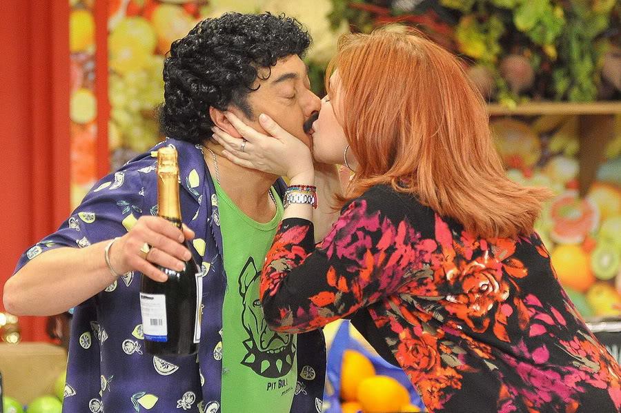 Фотографии и скрины 2012 - Página 3 2012_Andrea_En_Teantro_en_Chilevision_21