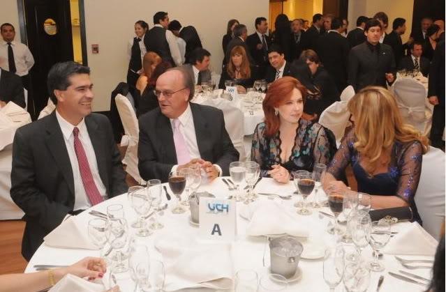 Фотографии и скрины 2012 - Página 3 2012_Andrea_la_cena_d_la_industria1
