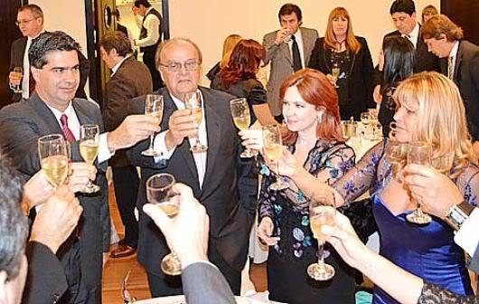 Фотографии и скрины 2012 - Página 3 2012_Andrea_la_cena_d_la_industria5
