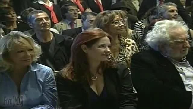 Andrea en la inauguracion del Salon de pintores y pinturas arg. del bicentenario (08/04/11)) 2C0519C9_0-10-56629