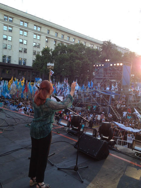 [09/12/12] Andrea en la Plaza de Mayo, la fiesta de la democracia A9wNbKmCAAA8hhPjpglarge