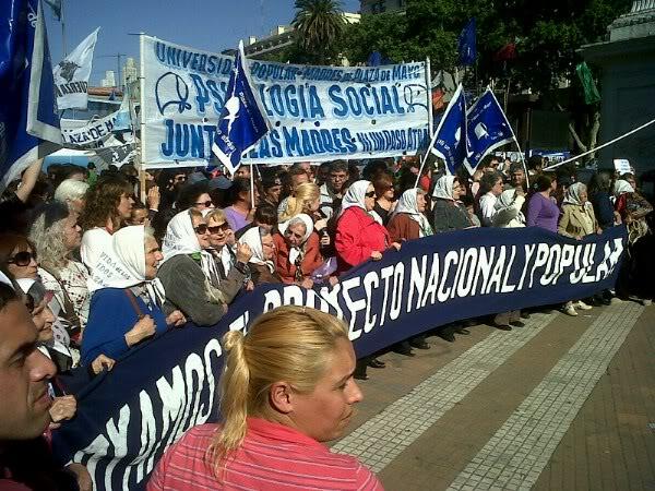 [27/10/2011] Homenaje a Nestor Kirchner a un año de su muerte AcylC94CEAEMyuTjpglarge