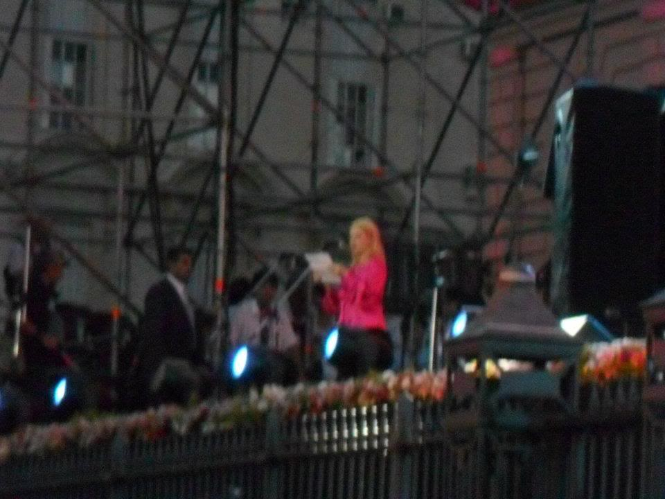 [10/12/2011] Andrea en la Asuncion de CFK Andre1012-01