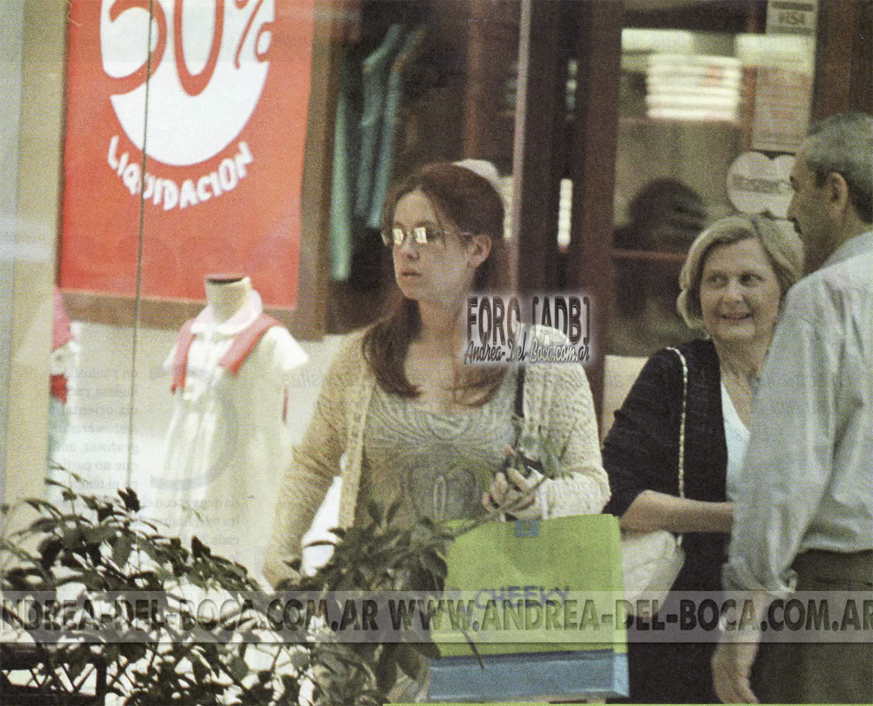 Фотографии / Fotos (часть 4) - Página 5 Andrea-shopping