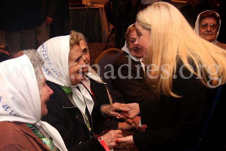 Фотографии и скрины 2011 - Página 5 Andrea_con_las_madres001