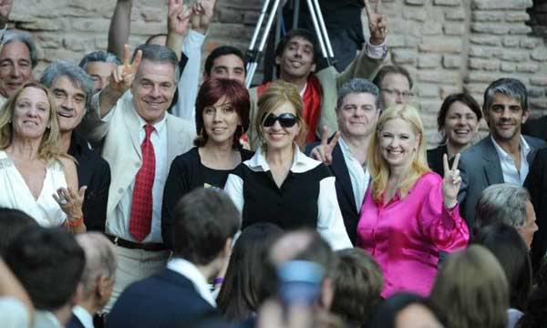 [10/12/2011] Andrea en la Asuncion de CFK Andrea_en_la_asuncion_001