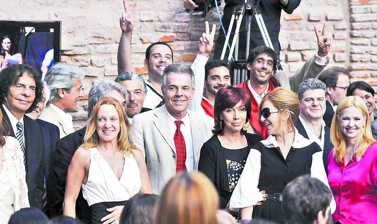 [10/12/2011] Andrea en la Asuncion de CFK Andrea_en_la_asuncion_002