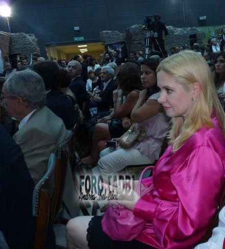 [10/12/2011] Andrea en la Asuncion de CFK Asuncion