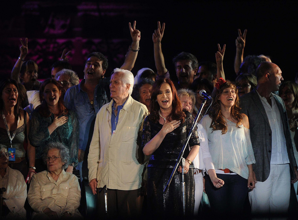 [09/12/12] Andrea en la Plaza de Mayo, la fiesta de la democracia Cristina_artistas