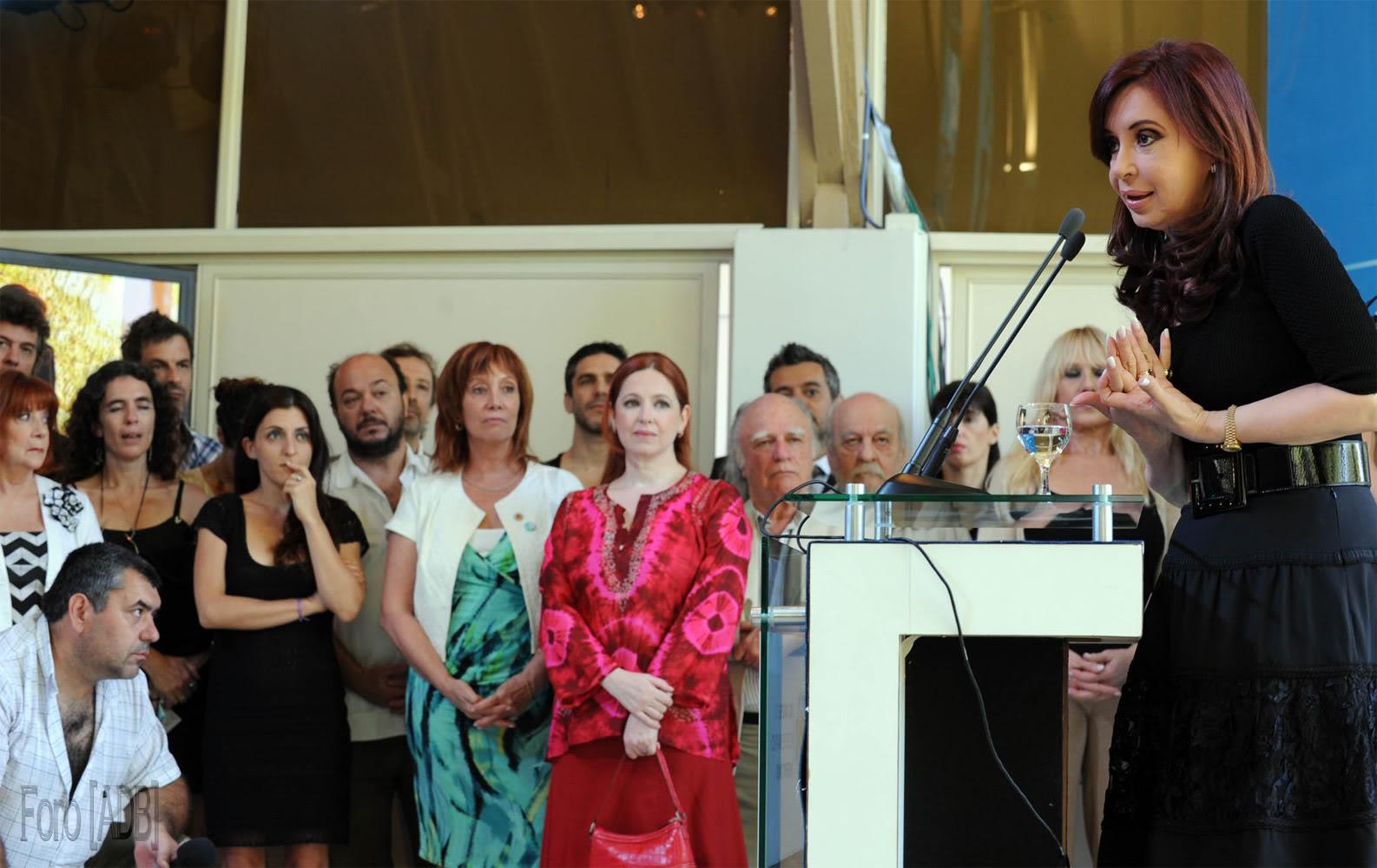 Andrea en el lanzamiento de INCAA TV (28/12/2010) Incaa03