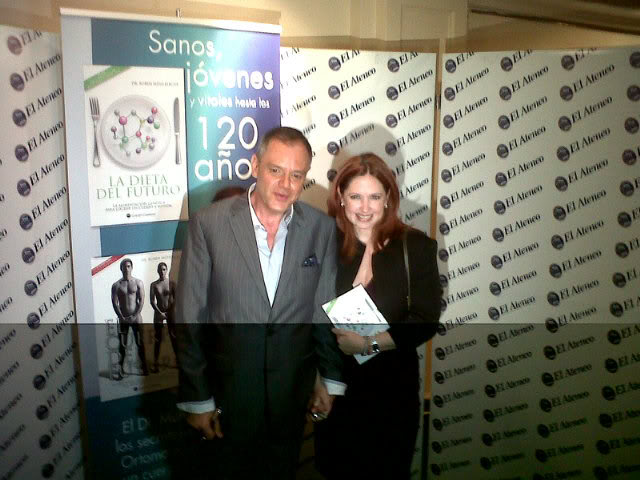 Andrea en el lanzamiento del libro de dr.Mulberger (04/04/11) V25rt