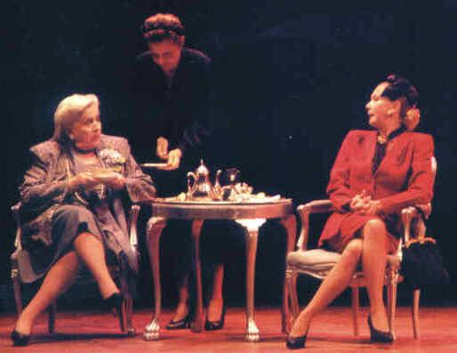 [Эва и Виктория] Андреа и театр (03/05/11)  Chinasilveyra