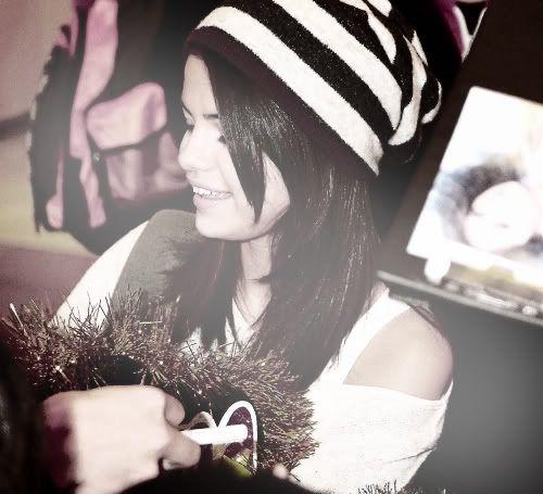 Selena Gomez - Page 4 Tumblr_lgwydy0SXk1qe3j9mo1_500