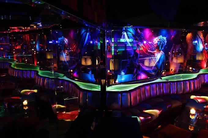 Club Illusion Clubs1