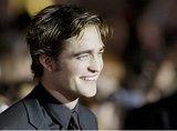 Albúm- Premier de Twilight LA 2008. Th_Robert-Pattinson-Twilight-Premiere-Los-Angeles-November-17-2008-Pic-3
