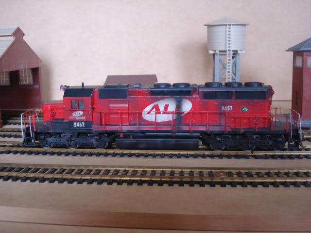 SD40-2 ALL #9457 - Athearn SD40-2ALL9457_003