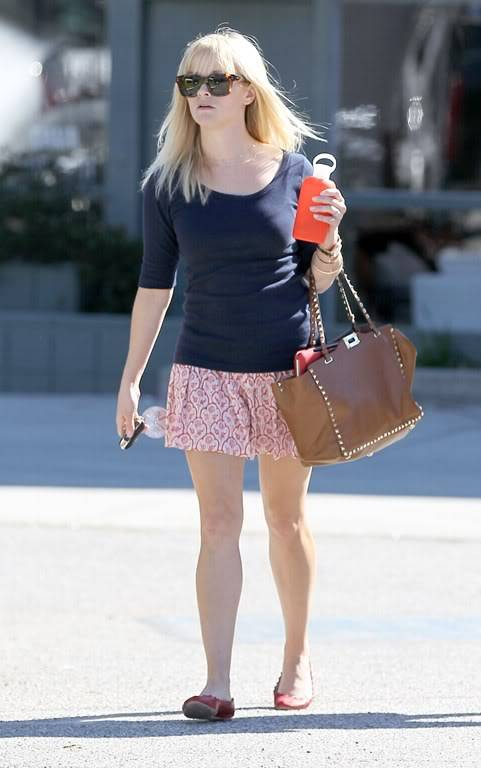 Reese Witherspoon  830336857_reese_witherspoon_01_122_399lo