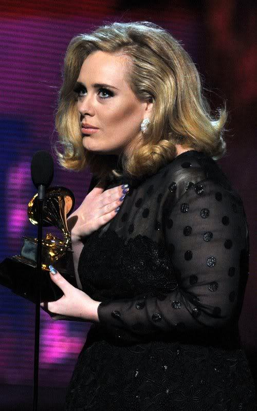 Ручки & ножки знаменитостей. Обсудим? - Страница 5 Adele-grammy-performance-2012-11
