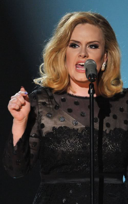 Знаменитости на мероприятиях - Страница 4 Adele-grammy-performance-2012-8