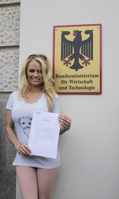 Pamela Anderson PamelaAndersonLeggywithPETAInBerlinAPR-19-20125