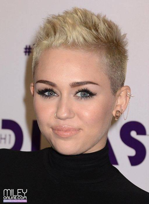 Miley Cyrus - Страница 4 09373_mileytag1_123_155lo