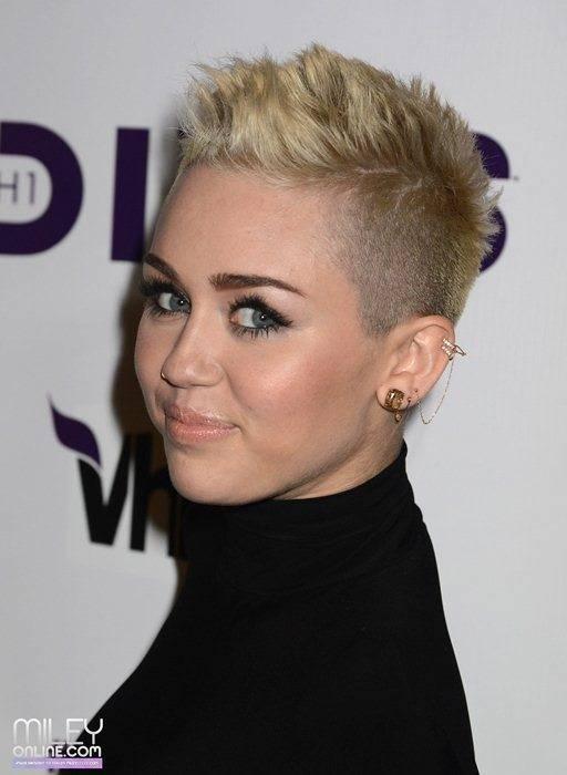 Miley Cyrus - Страница 4 09388_mileytag3_123_382lo