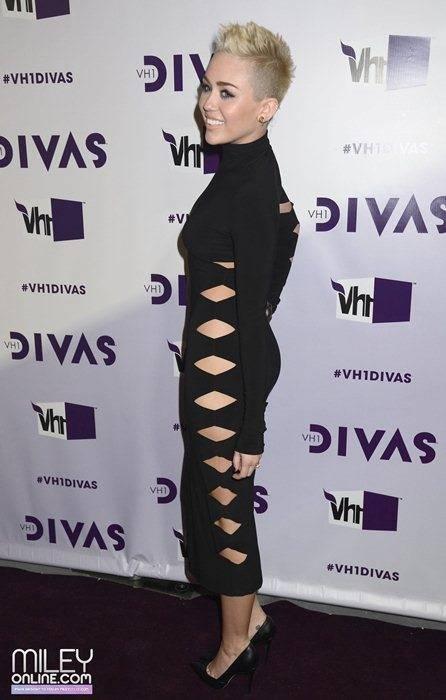 Miley Cyrus - Страница 4 09390_mileytag9_123_118lo