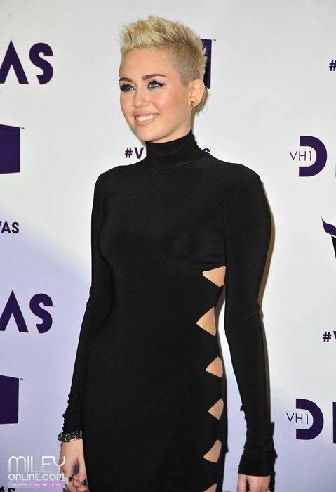 Miley Cyrus - Страница 4 09397_mileytag7_123_598lo