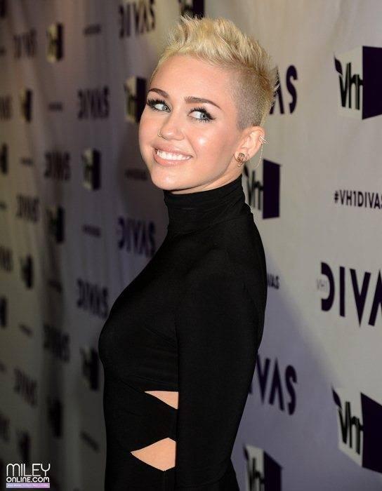 Miley Cyrus - Страница 4 09411_mileytag6_123_615lo