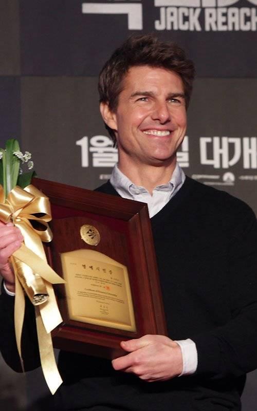 Tom Cruise   Том Круз - Страница 5 Cruise-011013-1