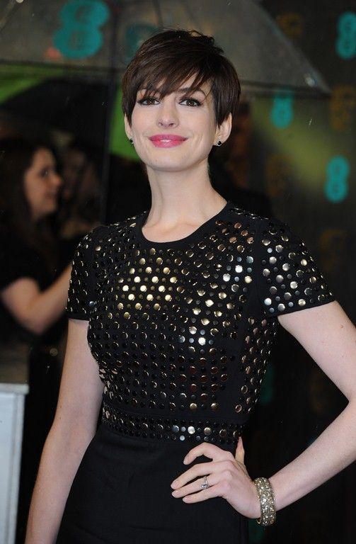 Anne Hathaway/Энн Хэтэуэй - Страница 8 Cu-annehathaway-bafta-feb10__1__zpsca981d8d