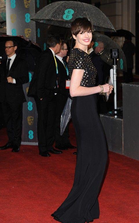Anne Hathaway/Энн Хэтэуэй - Страница 8 Cu-annehathaway-bafta-feb10__5__zpsb62e2385