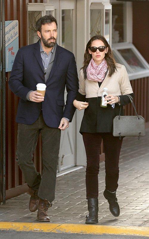 Ben Affleck and Jennifer Garner - Страница 11 Jenben-020713-8_zps9f7dd84f