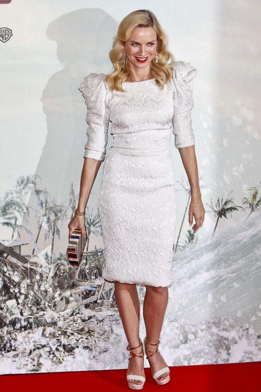 Naomi Watts - Страница 3 NaomiWatts-TheImpossiblepremiere-Madrid-081012_003