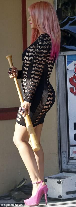 Christina Aguilera  - Страница 4 Article-0-14B5DC1B000005DC-764_306x827