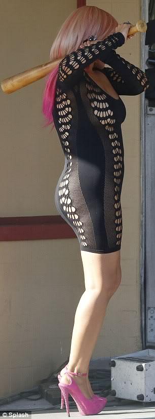 Christina Aguilera  - Страница 4 Article-0-14B5DC3B000005DC-276_306x827