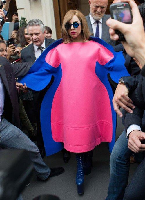 Lady GaGa  - Страница 5 Gaga-add-092212-1_zps4c27fcce
