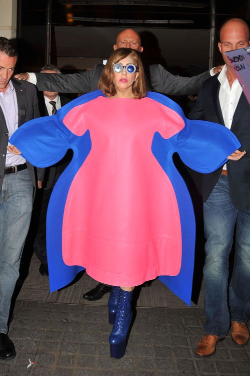 Lady GaGa  - Страница 5 Gaga-add-092212-3_zps2f671409