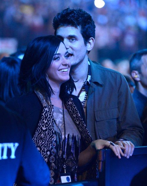 Katy Perry | Кэтти Перри - Страница 8 Katy-john-121412-3