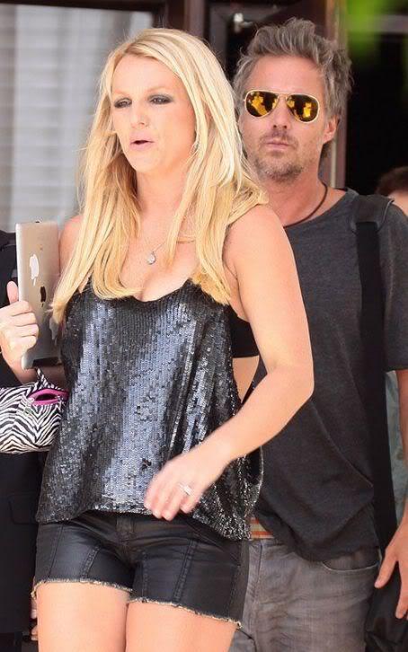 Бритни Спирс/Britney Spears - Страница 5 480918418_dhg1y0uzgncty1ud_123_544lo